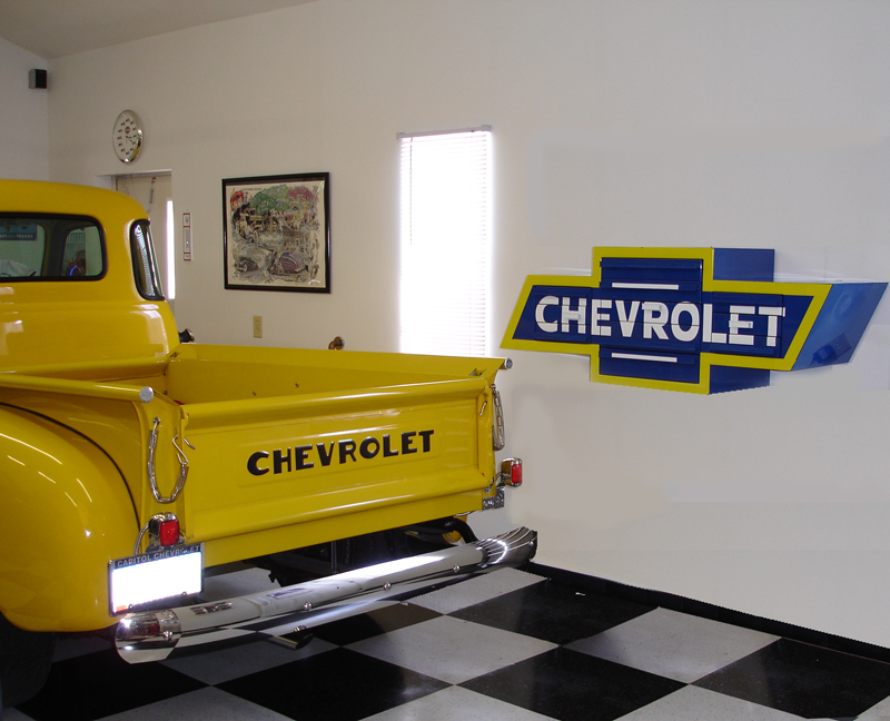 Toolboxes are shaped like Chevy Bowtie...-bt5000_action_01.jpg